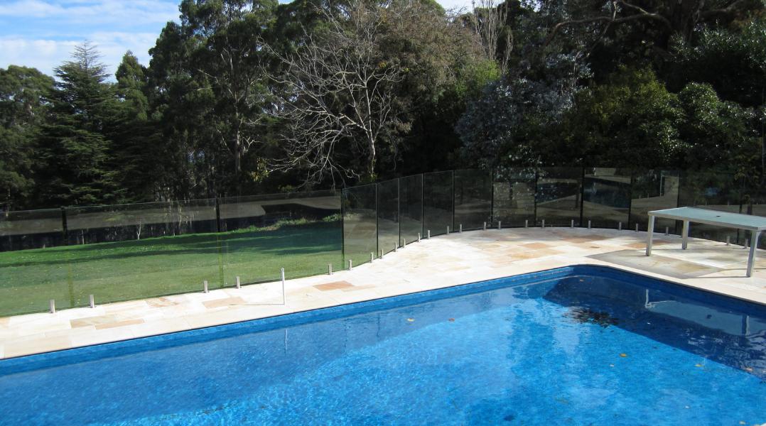 bursa-glass-pool-fencing-frameless-semi-frameless