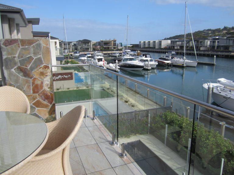 Frameless-glass-balustrade-Safety-Beach-Mornington-Peninsula